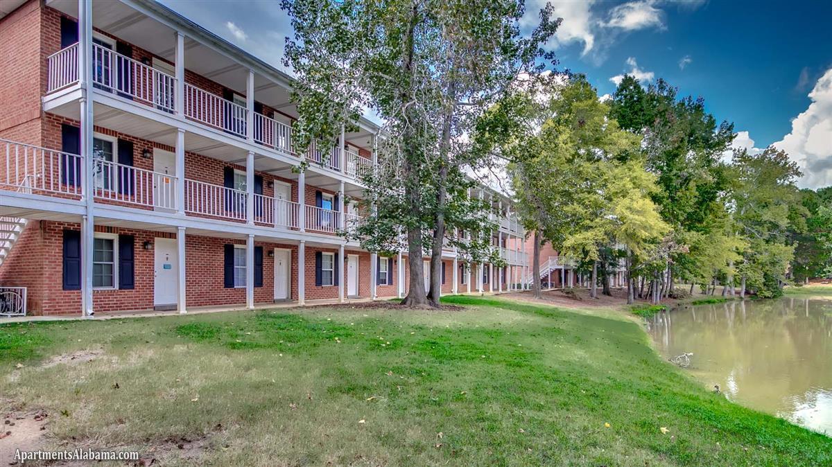 lakewood commons apartment in auburn al