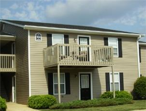 Hilltop Pines apartment in Auburn, AL